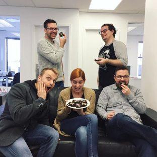 Aujourd'hui chez Cake, on célèbre une journée très importante : le #nationalbrownieday ?Heureusement, @rosalielemire avait choisi une recette santé à base de légumineuses de @cuisinefutee