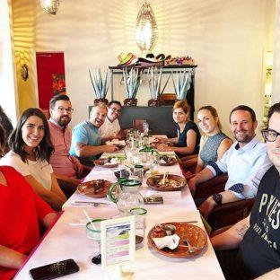 Un dîner mexicain pour souligner l'anniversaire de notre stratège marketing préférée, @annieaerial#agencylife#teambuilding#birthdaylunch